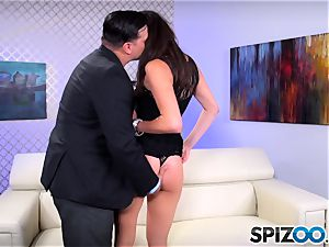 Spizoo - nubile Anna Morna is penalized by a phat bone