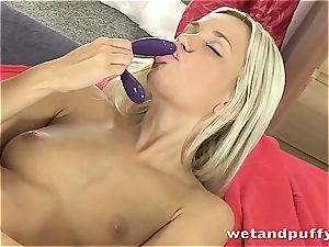 Dido angel steaming in milky tights