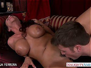 huge-titted cougar Ariella Ferrera boinking a worker