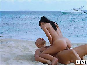 VIXEN Latina Sugar Baby satiates Her father On Vacation