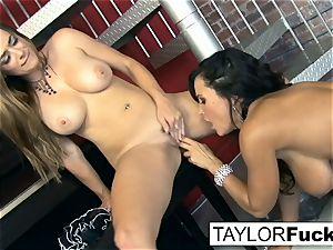Taylor Vixen Gets ultra-kinky With Lisa Ann