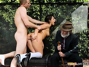 hilarious situation of slit jammed daughter and her grandfather sees at bus stop - Abella Danger and Bill Bailey