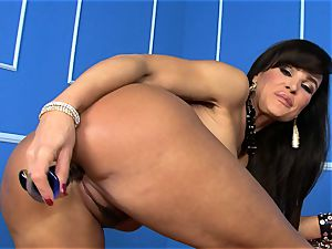 fabulous Lisa Ann plunges her faux-cock deep in her humid snatch