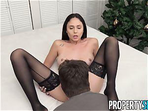 PropertySex Ariana Marie enjoying The Christmas sex