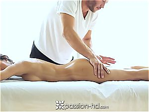 magnificent Latina Chloe Amour spunks firm after massage