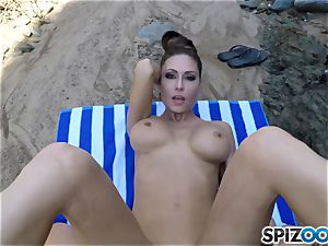 Beach bootie Jessica Jaymes nailed deep in her gorgeous clittie cunny