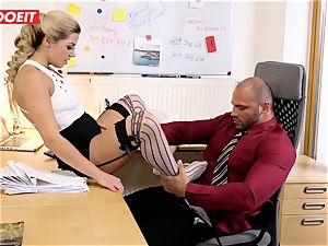 Stepdaughter joins daddy in banging the office assistant