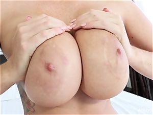 Interview with big-chested sweetheart Alison Tyler