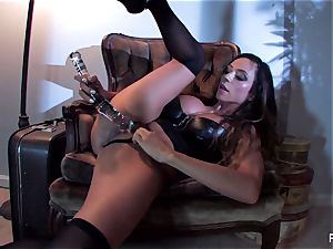 Ariella Ferrera pulverizes herself with a ginormous glass plaything