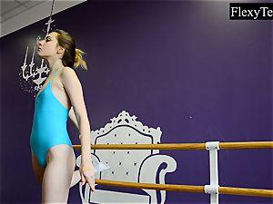 Fiatal dame ballerina