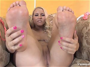 foot fetish fun with uber-cute platinum-blonde Vanessa box