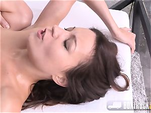 Roxy Dee exhilarated with a hitachi bellows quitely
