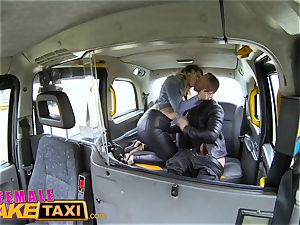 girl faux taxi French stud gives mouth plowing